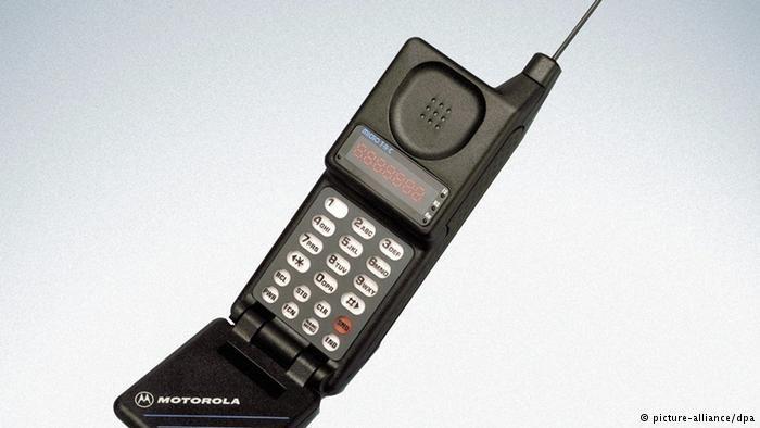 Ein Motorola MicroTAC 950 Flip.(Undatierte Aufnahme). +++(c) dpa - Report+++ pixel