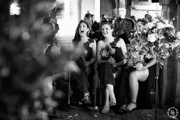 Эмоции гостей на церемонии. Снято в боковом свете