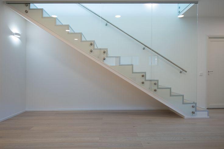 Hakusanat: rappuset, portaat, lasikaiteet, Kotitehdas, Passiivikivitalo, kivitalo, arkkitehti Pet Michael
