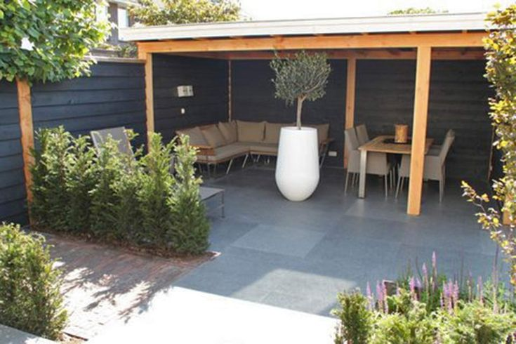 Feature planter with a nice sheltered area in the garden corner | adamchristopherdesign.co.uk