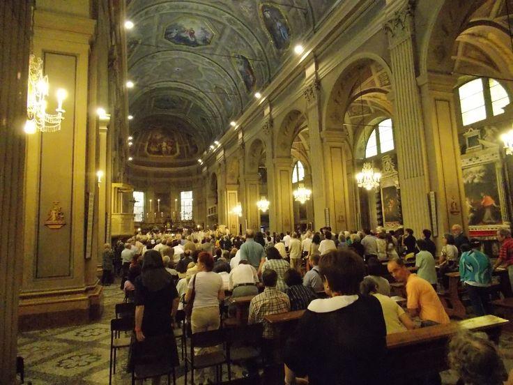 La cattedrale del Duomo gremita di persone