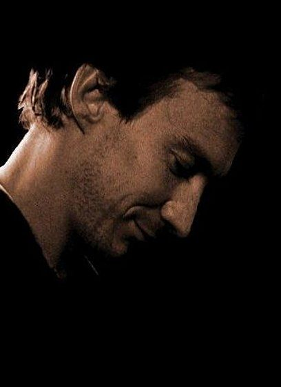 Another breathtaking picture of a younger David Thewlis as Sir Graham.