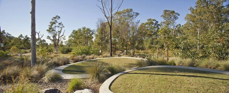 Parque Lizard Log, em Sydney, estado de Nova Gales do Sul, Austrália.  Arquiteto: McGregor Coxall.  Fotografia: Simon Wood.  http://www.archdaily.com.br/br/01-147890/lizard-log-slash-mcgregorcoxall/5226b719e8e44e03f4000154-lizard-log-mcgregorcoxall-photo