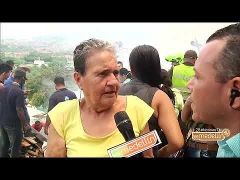 La comunidad apoya las labores para controlar el incendio en Moravia [Noticias] - Telemedellín - VER VÍDEO -> http://quehubocolombia.com/la-comunidad-apoya-las-labores-para-controlar-el-incendio-en-moravia-noticias-telemedellin    Las labores de emergencia que son atendidas por40 Bomberos, 15 socorristas y 7 máquinas contraincendio son apoyadas, también, por la comunidad que en medio del desespero apoya con baldes y mangueras. Encuentra todas nuestras novedades en S