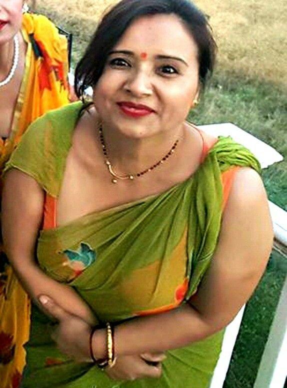 Pin By Nil Niloy On 02 Mrs Sharmila Kc  Aunty In Saree -8418