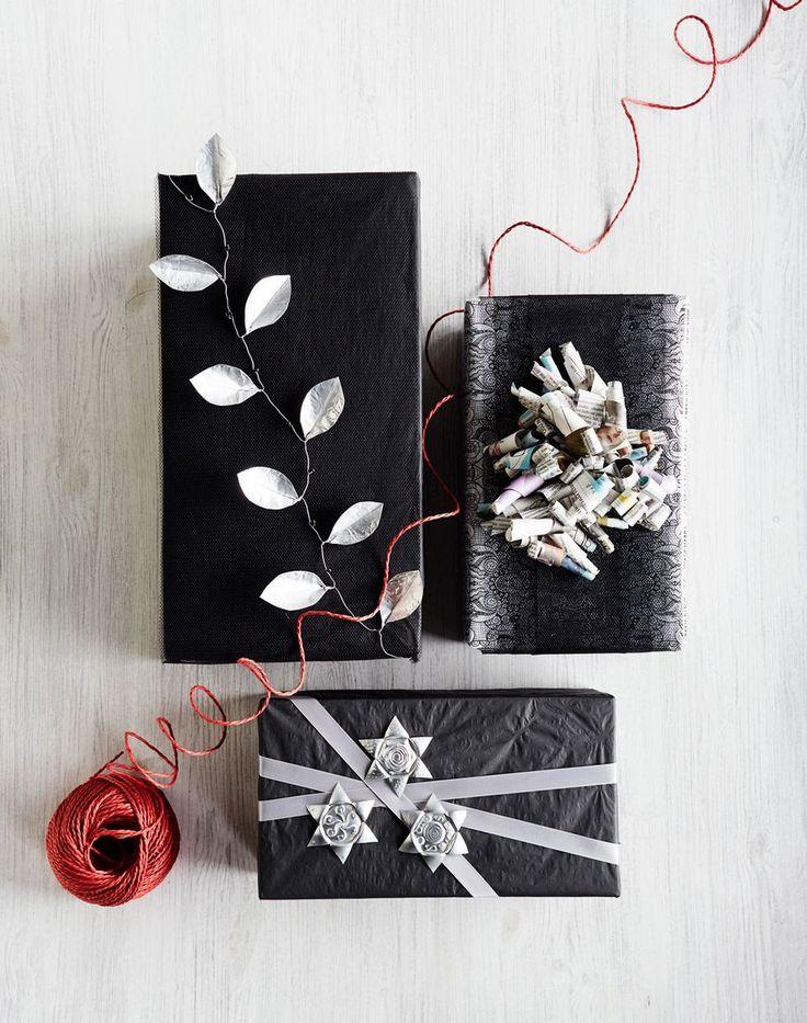 Joulun upeimmat lahjapaketin koristeet syntyvät yksinkertaisista asioista, esimerkiksi sanomalehdistä ja vanhoista tuikkukipoista.