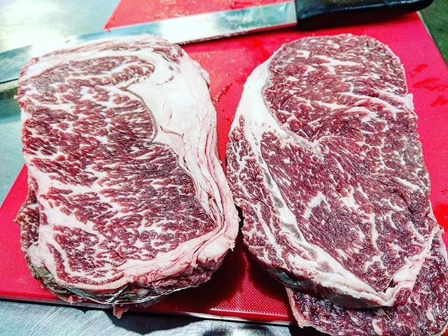 Two beautifully looking ribeyes 🤘😍 which one is Wagyu and which one is USDA Prime?  @cook_love_live  #carne #wagyuribeyesteak #beefribeye #wagyu #stek #ribeye #londonchefs #wagyurib #rib #usdaprime #usdaprimebeef #primebeef #usda #お肉 #肉 #мясо #butcher #london #grillin #grill #grilled #grillmaster #bbqlovers #eatmeat #meatlover #meateater #steakhouse #beefsteak #meatlovers #meatporn