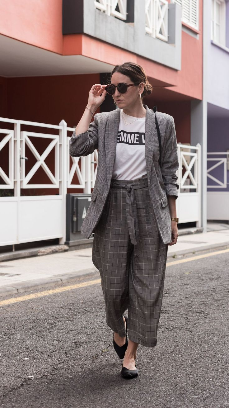 Not your average checked suit | The king print this autumn | Culottes for fall | #culottes | How to style a culotte for autumn | #transitionlook | #blazer | #checkedblazer | #Streetstyle | #minimalchic | #edgyfashion | She talks Glam | Saida Antolin | #crochetbag | #DYIbag | #falloutfit | #slogantee | #feministtee | Effortless chic | #OOTD | UK Blogger