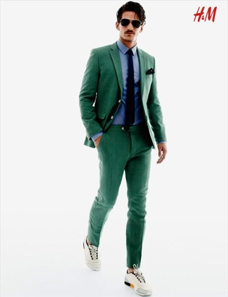 Зеленый классический костюм