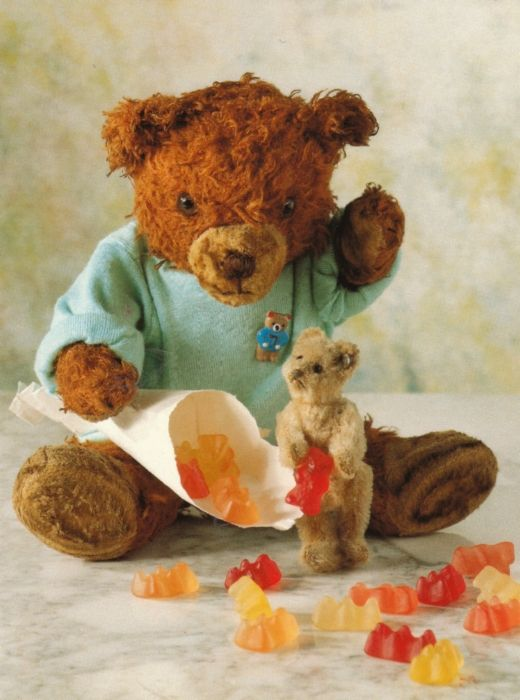 stuffed teddy bears eating gummy bears