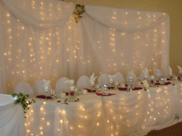 Décoration de salle  Table draps blancs illuminés