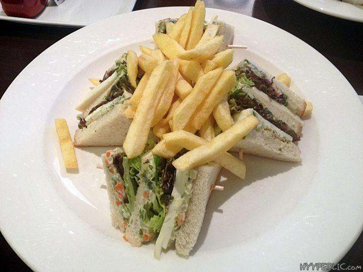Das Deli Cafe Bar Restaurant in Konstanz ist im beliebten Einkaufszentrum LAGO in der Bodanstraße nahe der Altstadt gelegen. Im ersten Stock, mit Aussicht auf den Bodensee und im Sommer auch mit ei...