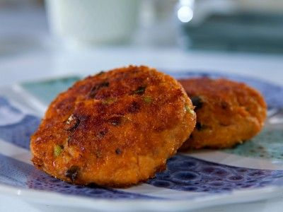 Salmon Cakes...have leftover horseradish...may be making (and freezing) these!!