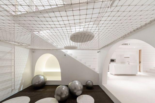 spielhaus für kinder-weiß im inneren-spielnetze-ergonomisch gerecht gestaltet