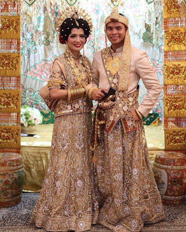 Uci & mitra wedding Attire by @rumahpengantin_mks Mua by @fames_hair_makeup_dress Photo by @choexdblur#yayansalon #pakaianadatbugis #pakaianadatmakassar #adatbugis #adatsulsel #adatmakassar #adattraditional #makassar #bugis #indobotting #resepsi #wedding #bajubodo #jastutup #pelaminan #tabere #indobotting #muamakassar #indonesia#pakaianadatbugis #pakaianadatmakassar #adatbugis #adatsulsel #adatmakassar #adattraditional #makassar #bugis #indobotting #resepsi #wedding #bajubodo #jastutup ...
