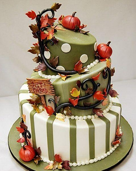 Tortt de nunta cu dovleci si frunze, perfect pentru o nunta de toamna,