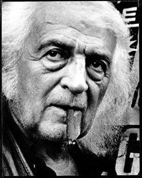 ritratto di Mario Giacomelli fatto da paolo biagetti. Qui l'artista ha i capelli bianchi lunghi, la barba incolta e un sigaro toscano in bocca.