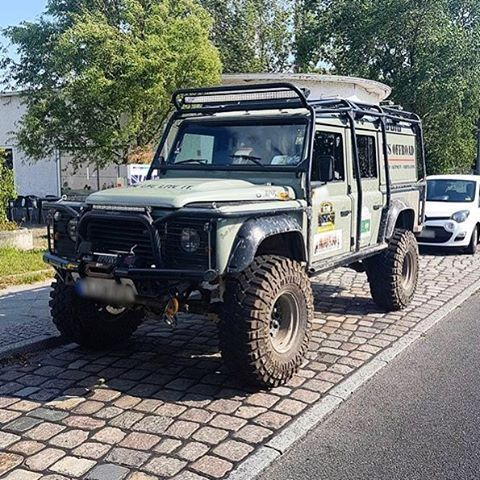 Land Rover Defender 110 Td4 Sw hard top prepared to take a great party in adventure sports and entertainment.