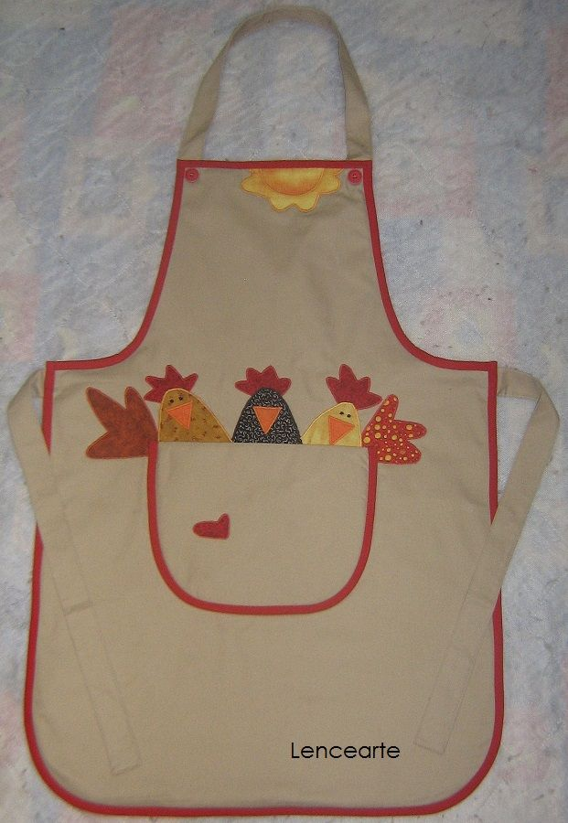 Delantales. .  cute chickens Peeking over the top of a pocket!