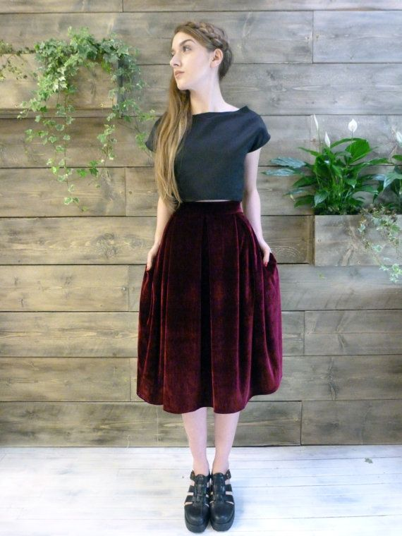 Velvet box pleat skirt. Available in burgundy and bottle green Zip closure to back Please leave your waist measurement and length measurement in the