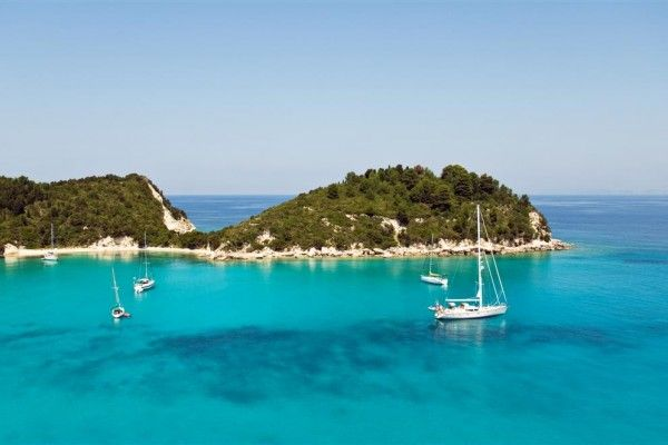 Hostelbay.com - The 5 best Greek island to visit  on a yacht Charter