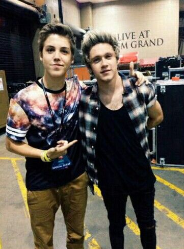 Matthew Espinosa and Niall Horan<<<<< you don't just say what the picture is... YOU FANGIRL AND SCREAM LIKE CRAZY. A;HGS;HGASDNVN<< I agree. WHEN DID THIS HAPPEN LIKE WHAT?!