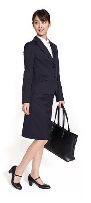 ストッキングは肌色、靴はヒールが3~5cmの黒いパンプスで。ストラップ付きのパンプスも◎ 〜就活ファッション スタイルのアイデア コーデまとめ〜