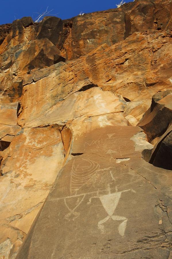 ✮ Hawaii, Maui, Olowalu, Ancient Hawaiian petroglyphs on rock cliffside. - went to see these several years ago.Ancient Hawaiian, Hawaiian Petroglyphs, Rocks Cliffside, Maui Hawaii, Love Hawaii, Dreams Hawaii