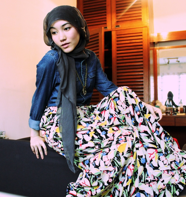 Working as a fashion designer in UK, Hana Tajima always inspire me in every detail of her look