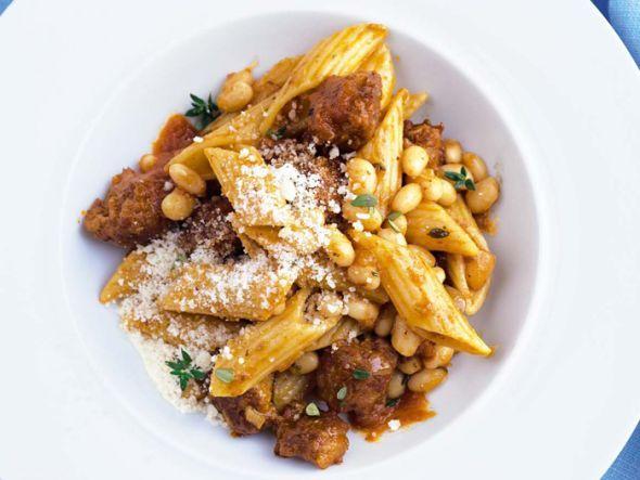 Pasta mit Salsiccia und weißen Bohnen
