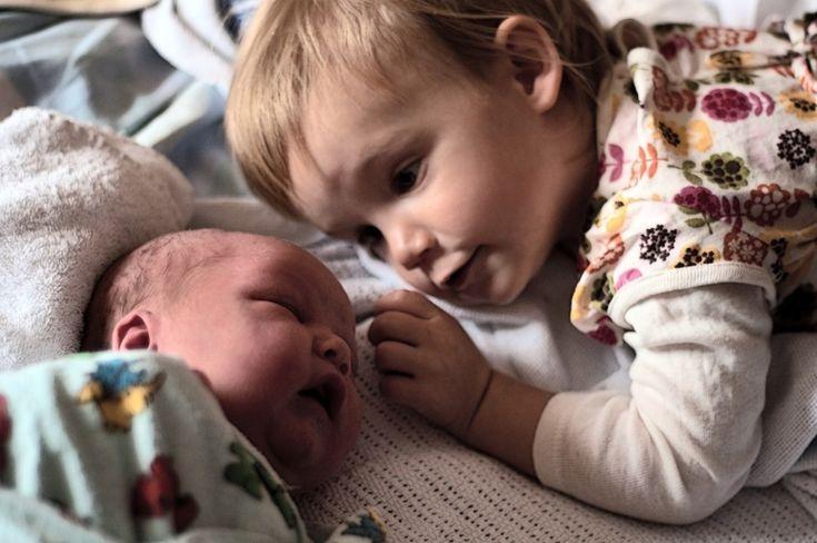 Fotos revelam reações de crianças ao verem seus irmãos recém-nascidos | Estilo