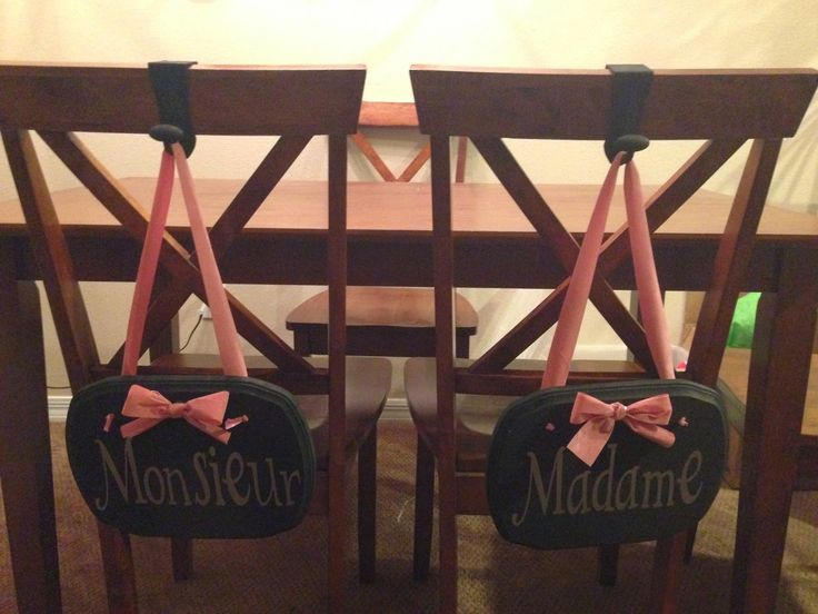 Madame and monsieur chair signs