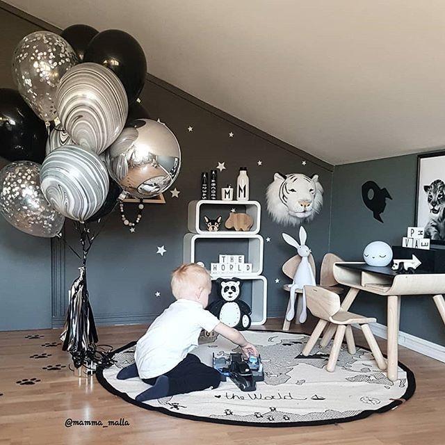 Elsker de fine ballongene fra @festligeting 🎉🎈 De blåser de opp med helium så er de fix ferdig og klare for å hentes på lageret dems 👌 Har brukt @festligeting flere ganger og er superfornøyd hver eneste gang 🎉 Håper dere får en fin Mandag 😘 - / bildet inneholder reklame og sponsede produkter/ - @festligeting #festligeting #heliumballoons #heliumballonger #partyballoons #fest #bursdag #birthday #carmell #stickstay #wallsticker #plantoys #skrivepult #sebramoment #sponsoredbysebra…