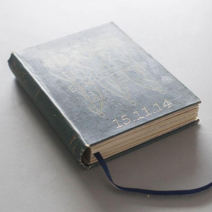Vintage Handmade Wedding Guestbook #weddingguestbook #guestbook #bespokeguestbook #wedding #bespokewedding #vintageguestbook #handmade #handmadeguestbook