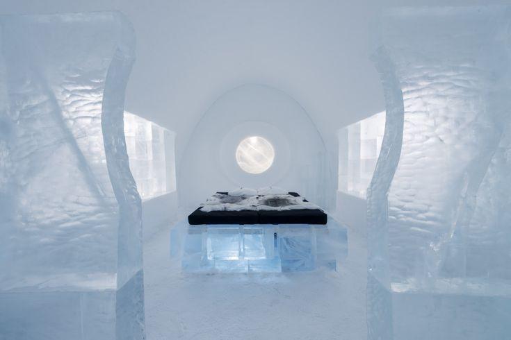 www.trippics.com | Quem encara uma noite abaixo de zero? O IceHotel fica no vilarejo de Jukkasjärvi, no norte da Suécia. Todos os anos sua estrutura é reconstruída com mais de 30 mil toneladas de neve e gelo.
