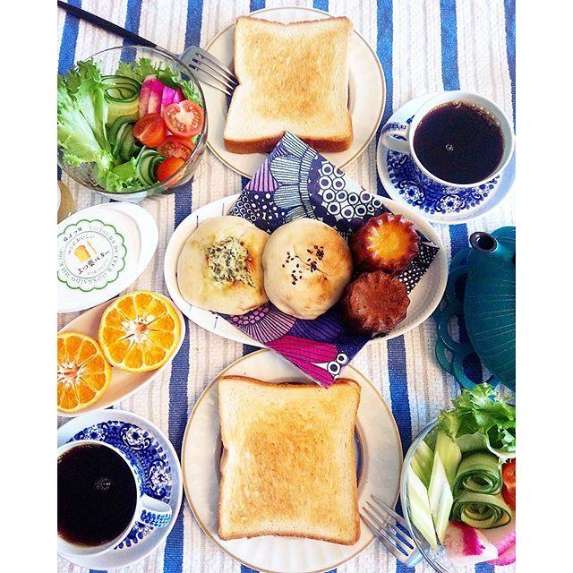 ruyosshii先週末のブランチ 六本木の#アトリエデュパン のパンで。 このお店、パン屋さんとピザのお店、ワインショップ、フレンチを併設していて、とても使い勝手良し!  平日のランチやディナー、お土産選びと大活躍のお店です。  この日はトースト、高菜ツナのパン、六本木あんぱん、カヌレを食べました☕ 平日はコンビニでコーヒーとを買って会社で食べる毎日です ☺ ☺ ☺ #南部鉄器#あさごはん #朝食#おうちごはん #おうちカフェ #breakfast #enchanthe#アラビア#北欧ヴィンテージ#ARABIA#morning#ari#bread#パン #onmytable #onthetable #kurashiru #lin_stagrammer #kaumo#delistagrammar#デリスタグラマー#ランチ#branch#ブランチ