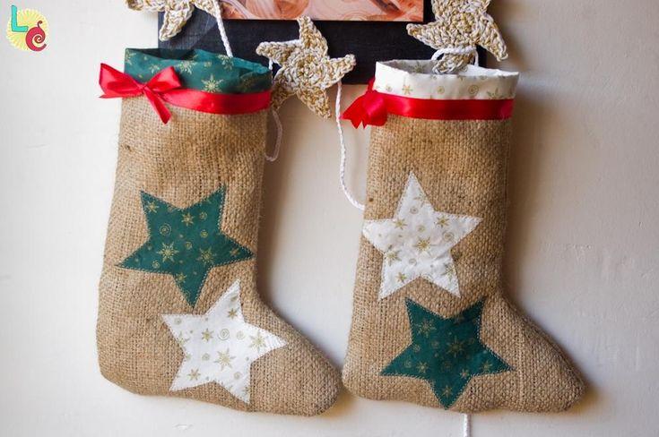 Calcetín de Navidad con tela de saco | Aprender manualidades es facilisimo.com
