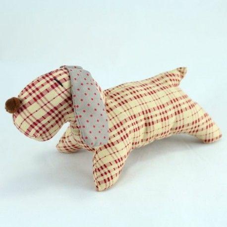 Dekorační textilní pejsek - nádherně kombinované kostičky s puntíky. 20 cm 67 Kč