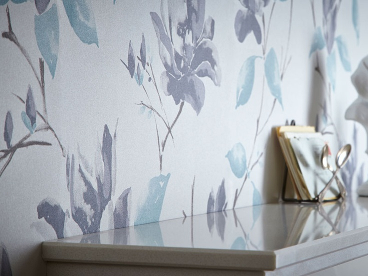 This graceful floral patterned wallpaper will look great in most rooms.
