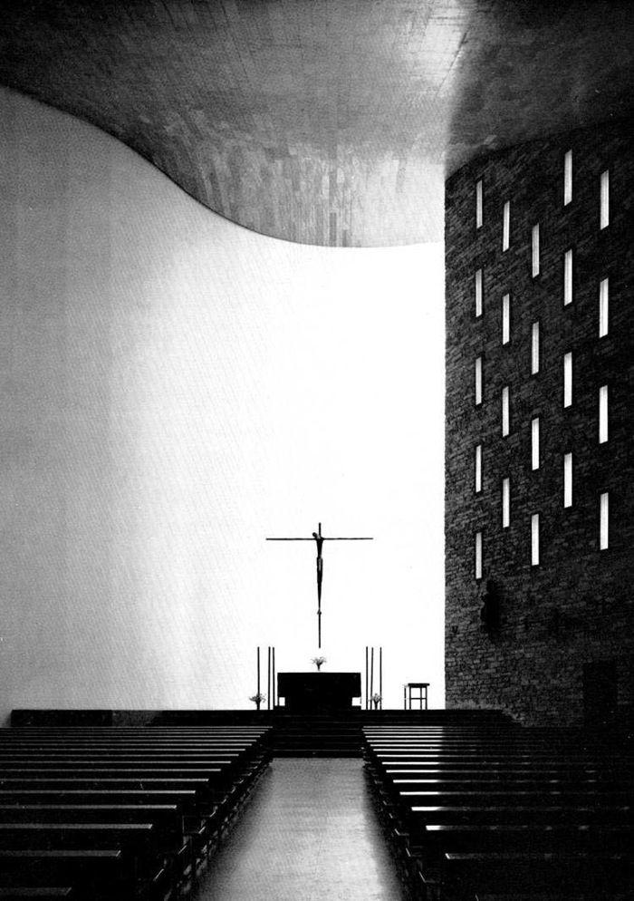 Miguel Fisac, Nuestra Señora de la Coronación, Vitoria, 1960