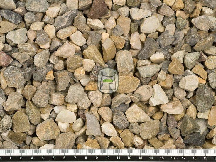 Moraine split heeft een bont kleurenpalet van grijze, bruine en witte tinten. Door het breken van Moraine grind wordt Moraine split gemaakt. Deze splitsoort heeft een natuurlijke uitstraling. Moraine split wordt gewonnen in groeves en daaraan dankt het zijn hoekige vormen. Hierdoor zal siersplit ook minder verrollen dan grind in uw grind oprit of grindpad.
