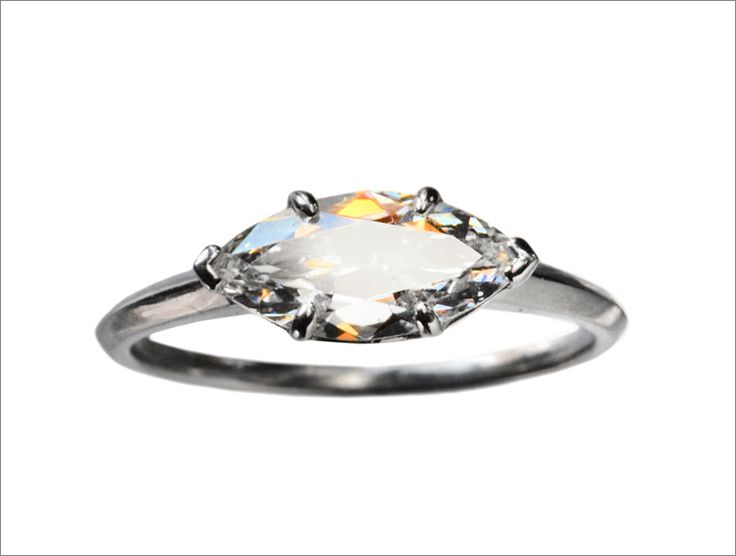 Shiny Pretty Things | 1.28ct Marquise Shaped Antique Diamond Ring, Modern Platinum Mounting (in the online shop)