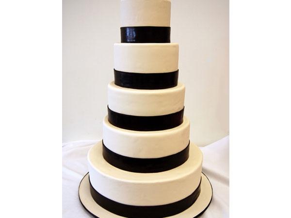 Pastel de boda moderno en fondant elegante