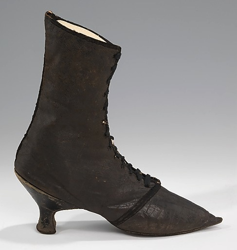 Circa 1780 Georgian Lady's Riding Boots via Two Nerdy History Girls