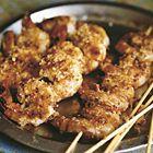Garnalen-spiesjes met chili-limoen-uienzout - recept - okoko recepten