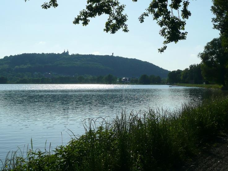Petrův rybník, Cvilínský kopec s kostelem a rozhlednou