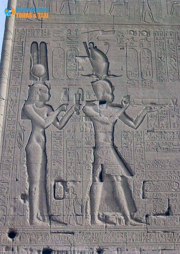 اعظم ملوك الفراعنة إنجازات الملكة كليوباترا السابعة لترميم معبد دندرة واستكمال بناء المعابد الاثرية لرفع مستوى المعمار لــ الحضار Egypt Travel Great King Egypt