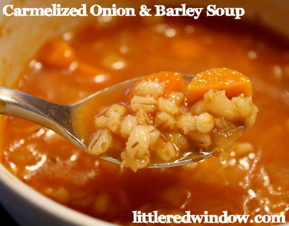 Caramelized Onion & Barley Soup, hearty, delicious soup that's really easy to make and perfect for Fall!!