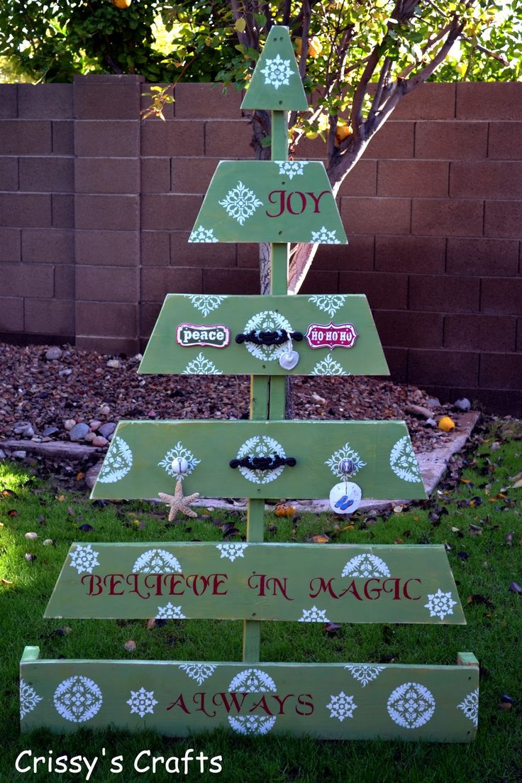 Christmas decorations outdoor wood - Pallet Christmas Tree Http Crissyscrafts Blogspot Ca 2011