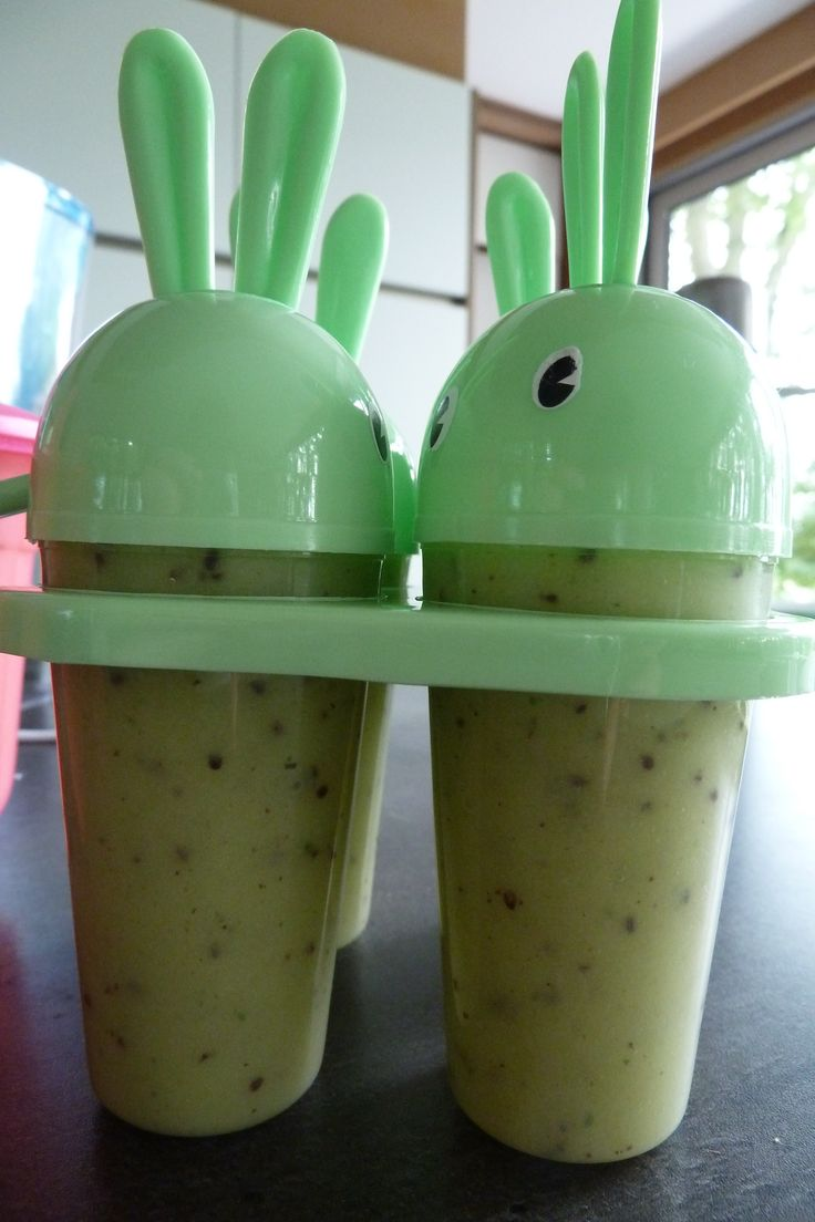 ijsloly's kiwi - banaan 1 banaan + 1 kiwi + sap van halve limoen + 2 muntblaadjes + 1 half potje magere yoghurt + 15 gr poedersuiker